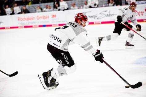 Det var med ishockeyspelare i studien som beskrivs i blogginlägget. Därför hade vi med en bild på ishockey.