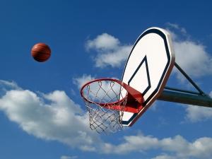 Vi skriver om flow inom idrotten och därför passar det bra med en basketkorg och en basketboll som flyger mot korgen och ser ut att gå i.