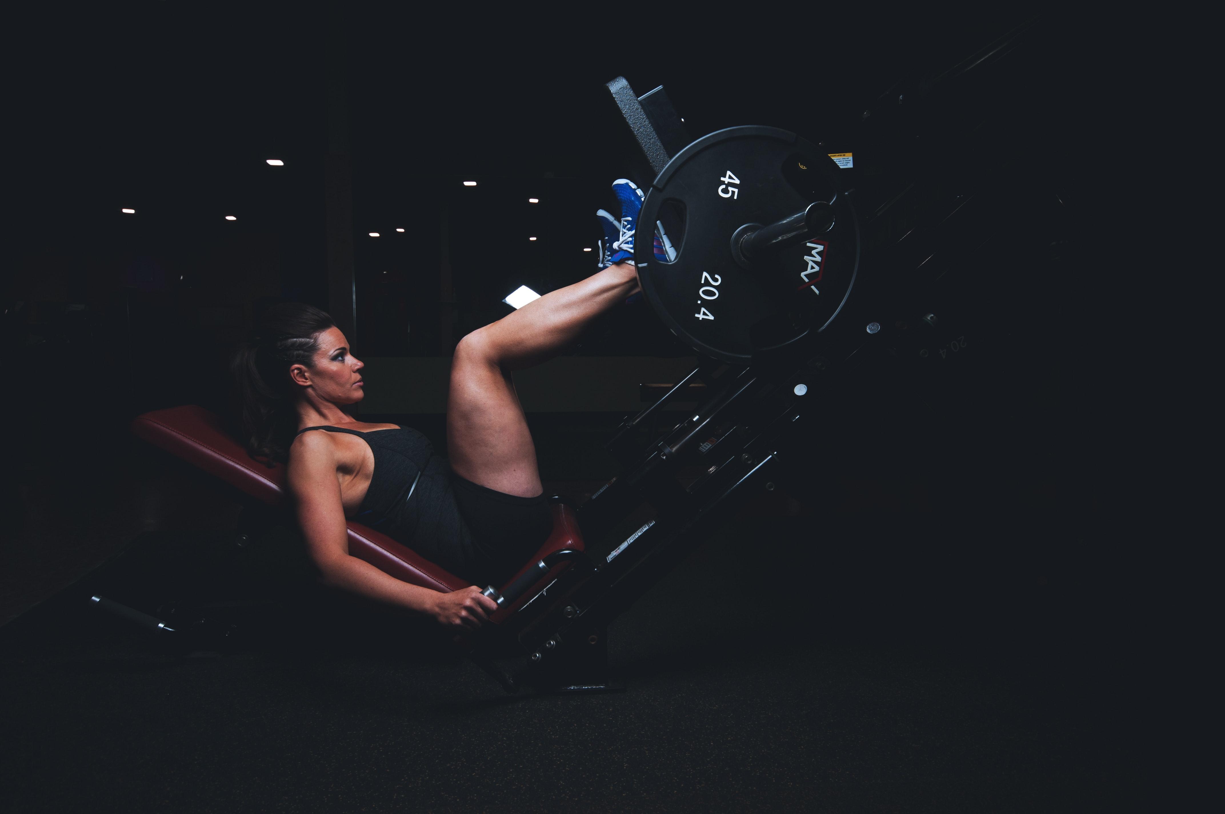 Vi skriver bland annat om idrottare och benstyrka i inlägget därför la vi in en bild på en person som tränar benen