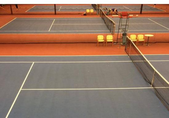 Vi skriver om idrott och motivation och därför är det passande med en bil på tennisbanor