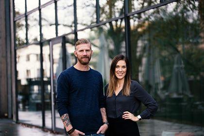 Det här blogginlägget skrevs av gästförfattarna Erica Hellberg och Fredrik Björck. Därför inkluderar vi ett foto på Erica och Fredrik.