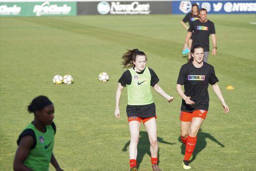 Blogginlägget handlar om att skapa en bra grupp och därför använder vi en bild med en grupp fotbollsspelare under en träning.
