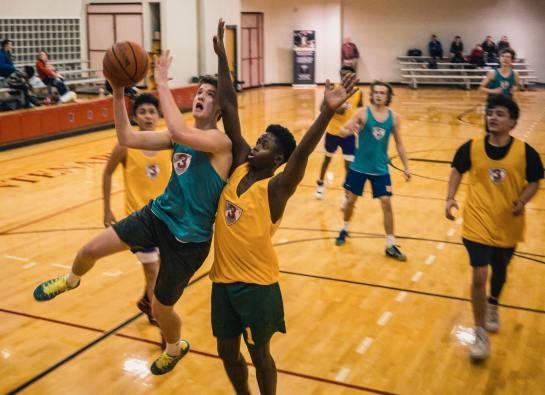 Inlägget handlar om lathet och motivation inom idrotten, och lite extra fokus på ungdomsidrotten, och därför passar det bra med en bild på idrottande ungdomar.
