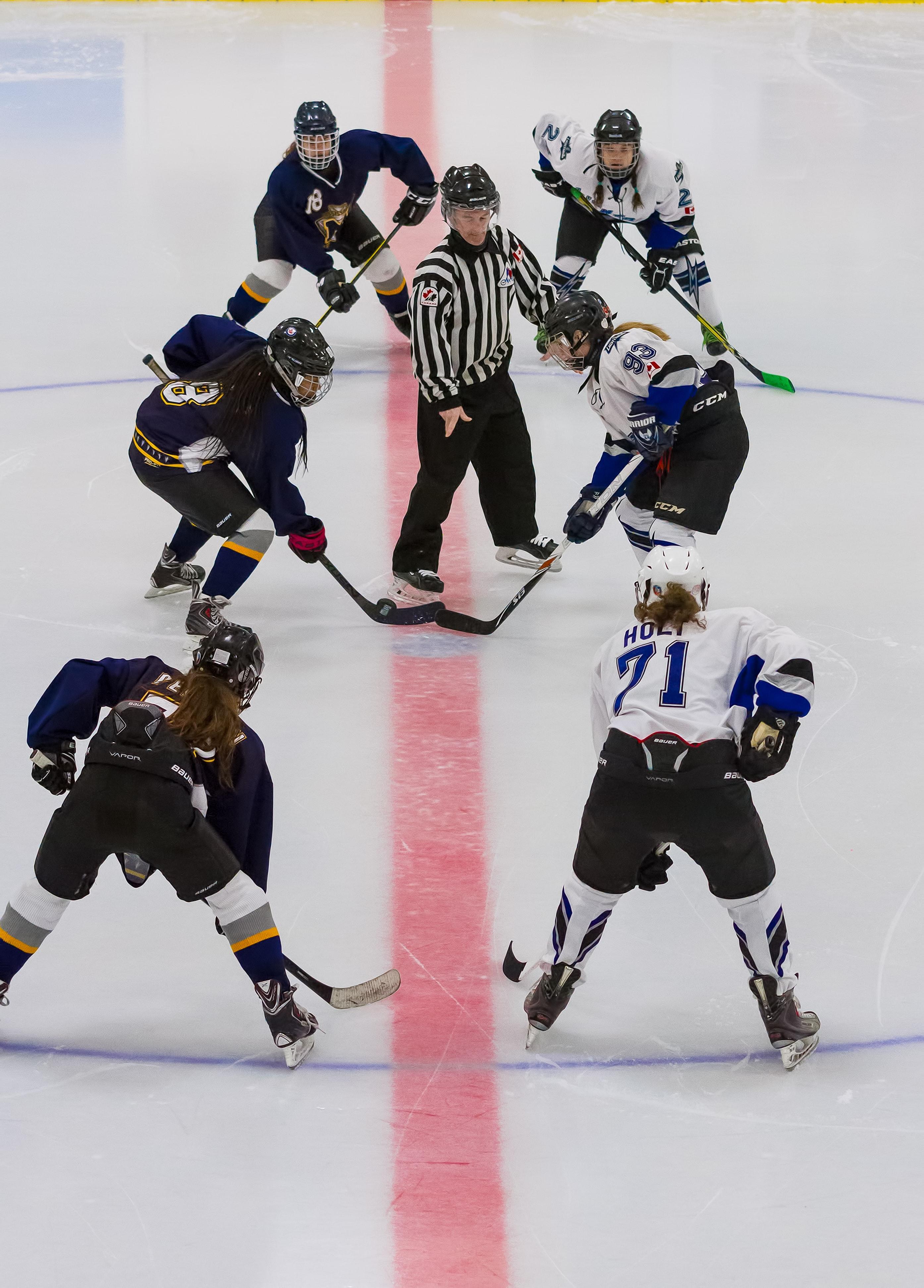 Texten handlar om att lita på idrottare när de säger att de gör sitt bästa. Därför passar det bra med ungdomar som spelar en ishockeymatch.