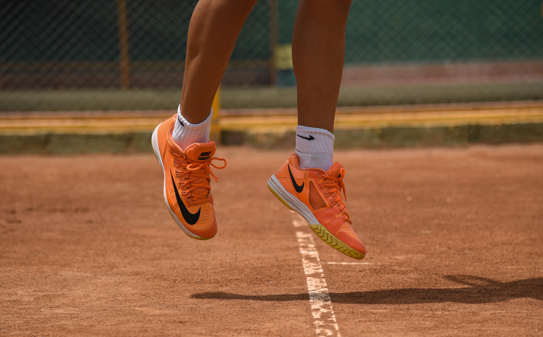 Blogginlägget handlar om ett exempel om en tennisspelare som upplever att hon ville för mycket och därför presterade dåligt. Därför passar det väldigt bra med en bild på en tennisspelare.